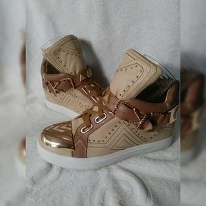 Ivy Kirzhner Lunar Nude Gold buckle sneaker sz 7